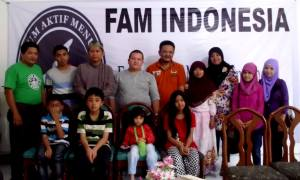 Pengurus FAM Wilayah Sumatera Barat mengunjungi Panti Asuhan PGAI Padang, Ahad (15/12), berbagi motivasi menulis.
